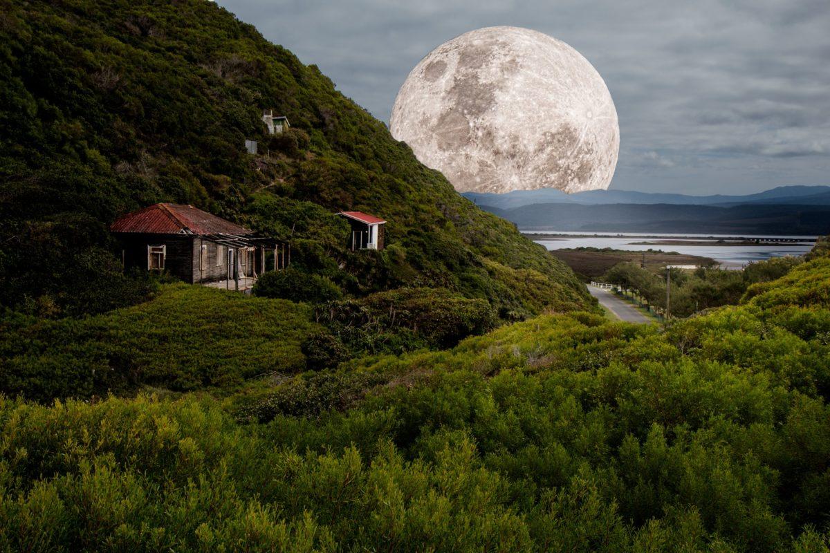 Une Pleine Lune avec une équation sentimentale