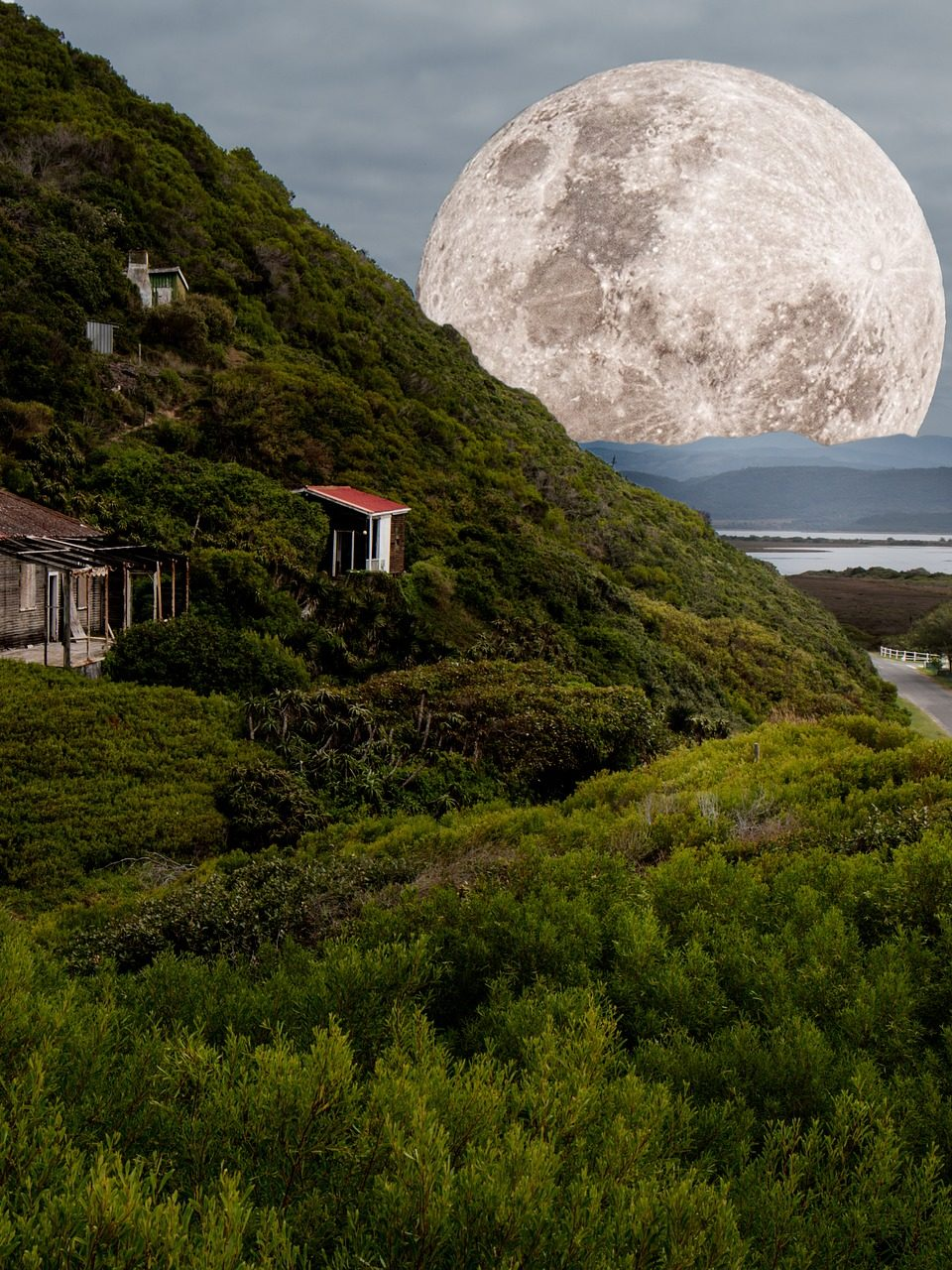 https://www.planetavenue.com/wp-content/uploads/2018/08/supermoon-1840957_1920-960x1280.jpg