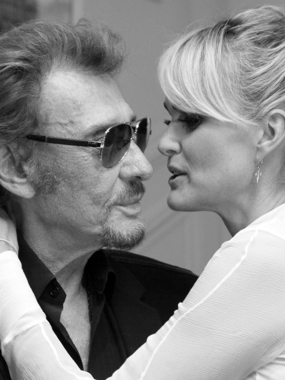https://www.planetavenue.com/wp-content/uploads/2018/10/mort-de-johnny-hallyday-comment-laeticia-a-appris-que-c-etait-la-fin-pour-son-homme-960x1280.jpeg